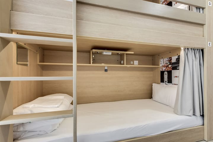 One Super Bed in a shared room of 6 - WOMEN ONLY