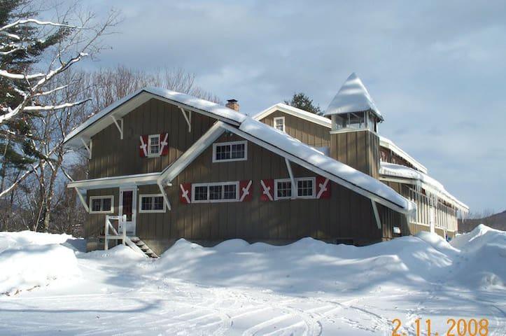 Frontenac Lodge (former ski camp)