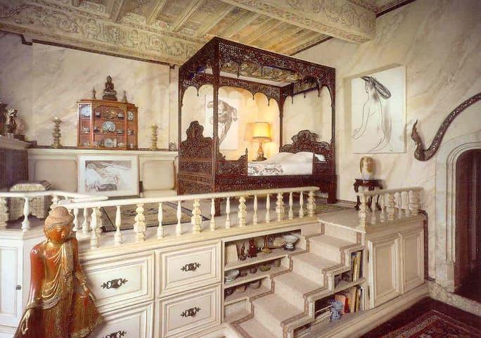 Château avec des lits à baldaquins  Historiques - Senouillac - Kasteel
