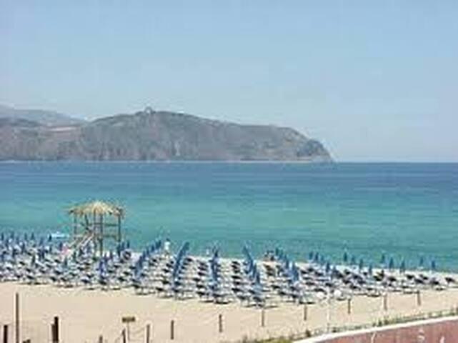 Sicilia, Portorosa (ME) fronte isole Eolie.