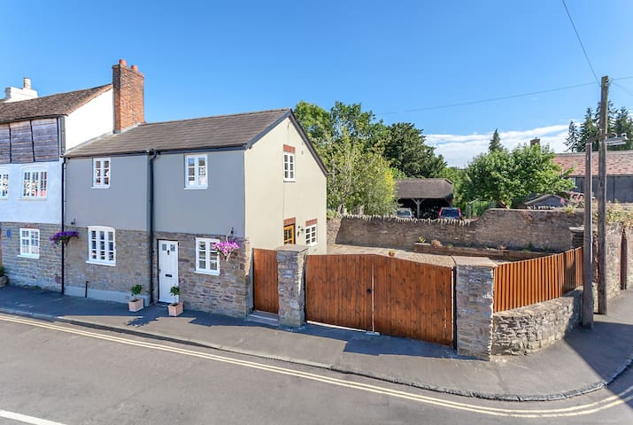 A Stunning Grade II Listed Town Centre Cottage
