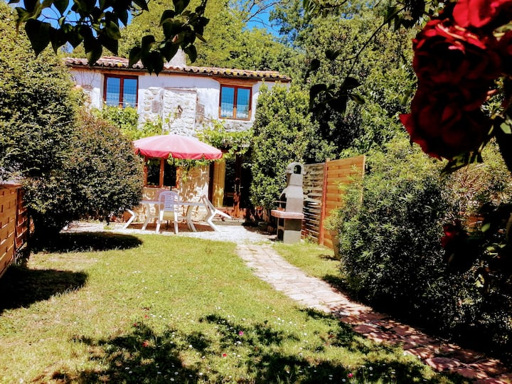 Gite 7 · 2 bedroom cottage, pool, nearby beach