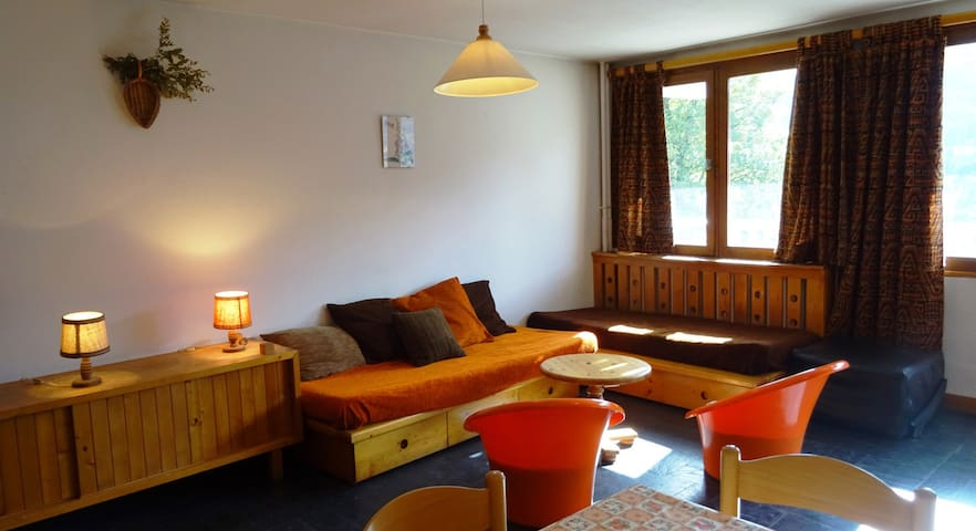 Large studio for 4 persons in Meribel in Le MOrel nieghbourhood close to the bus stop
