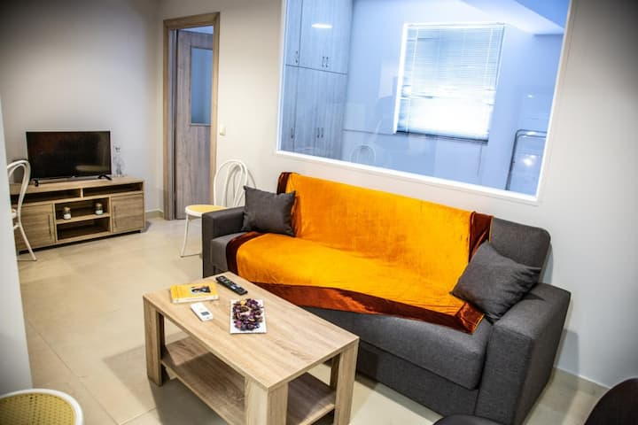 Modern Design Downtown Luxury Apartment11
