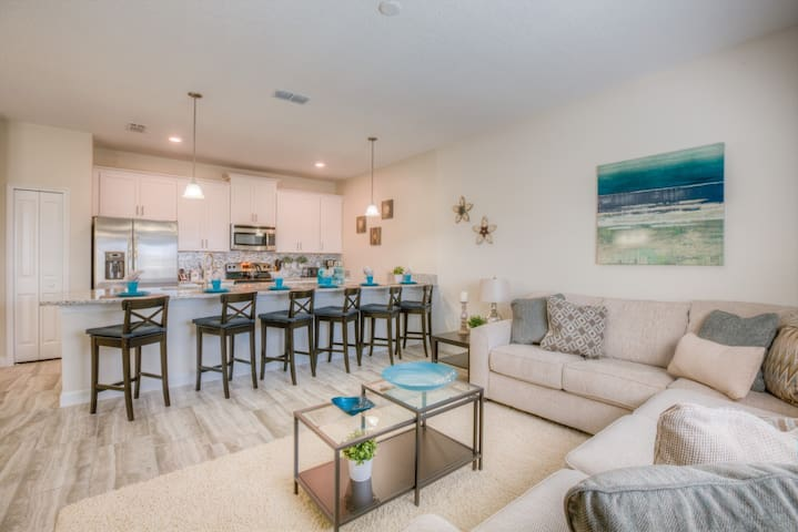 Brand new townhome with splash pool