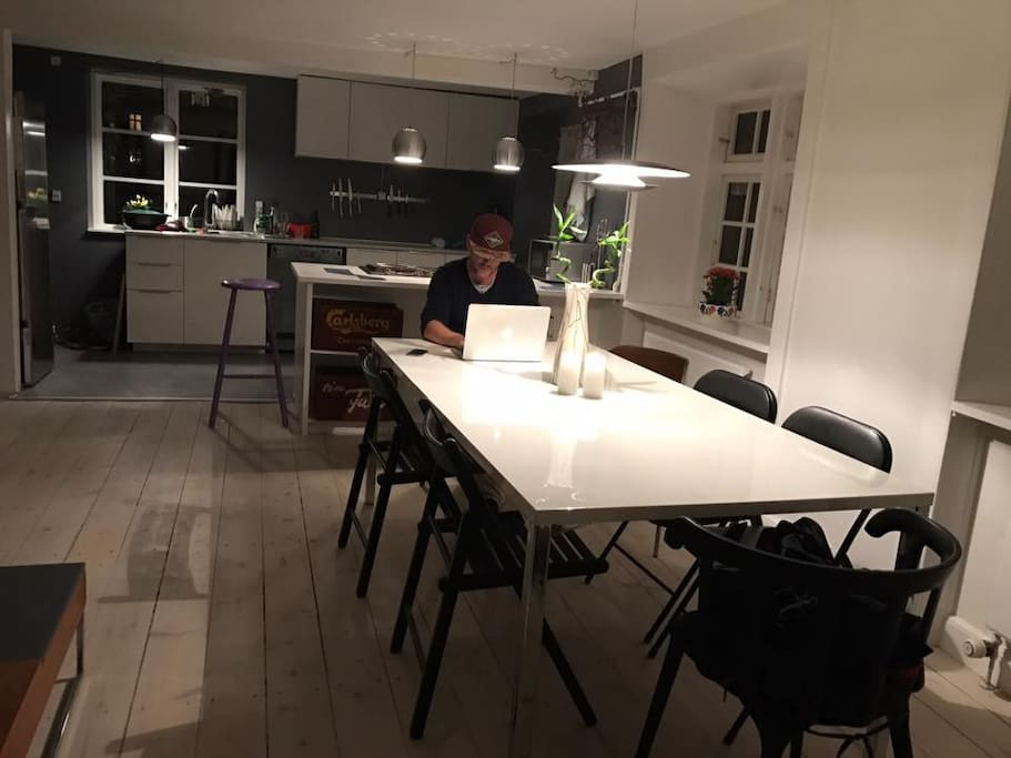 The livingroom and the kitchen. My roommate, Magnus, on the picture. He'll be around, giving you stories about the neighbourhood and telling you about must-see places :-)