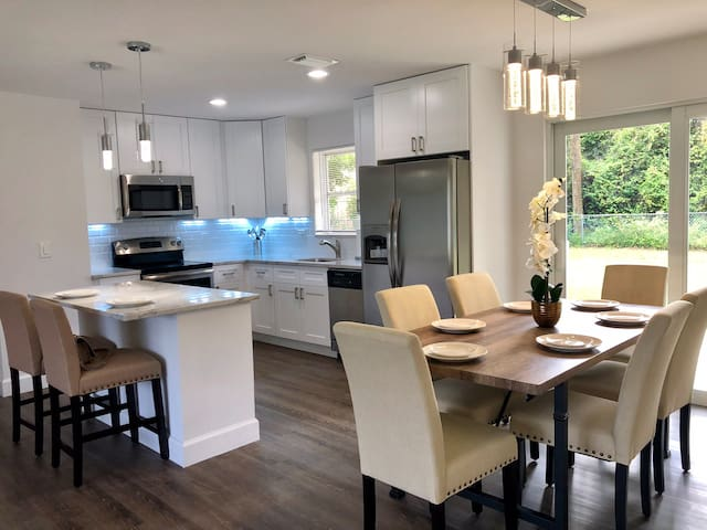 Impeccable 4BR Beach Home, Near Famed Atlantic Ave