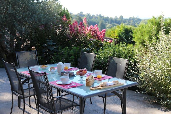 La campagne à 10 min du Métro - Limonest - Bed & Breakfast