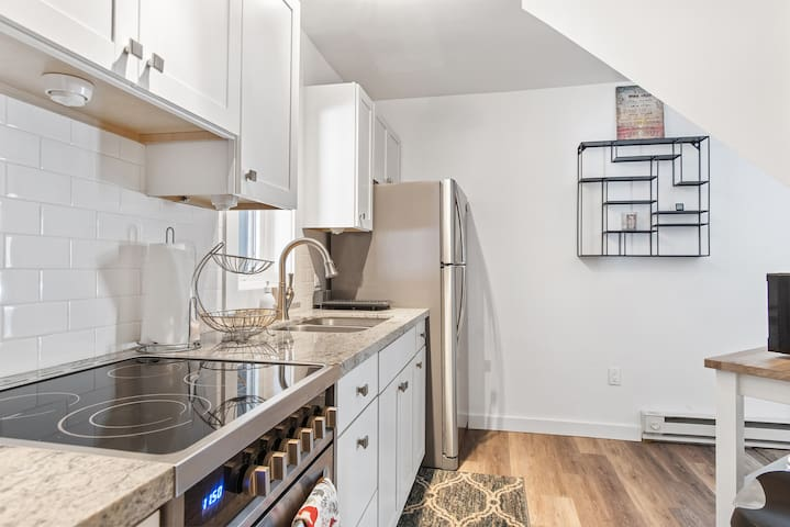 Dream Studio Quiet East End with Fenced in Yard, Dog Friendly, Walking Distance to Trails, River, Bi