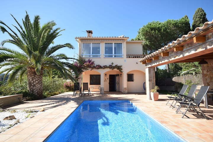 Lovely Villa in Calonge with Private Pool