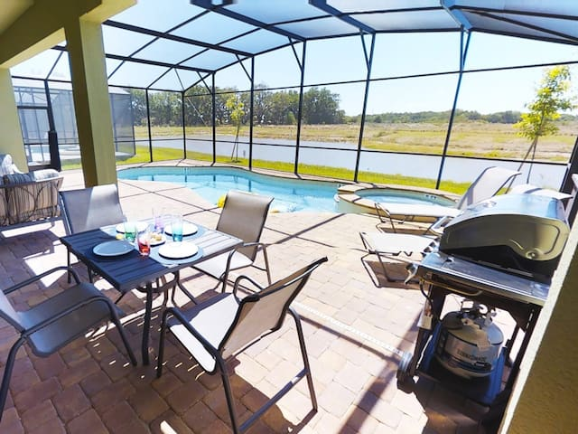 ACO PREMIUM - 8 Bd with pool and Spa ( 1714)