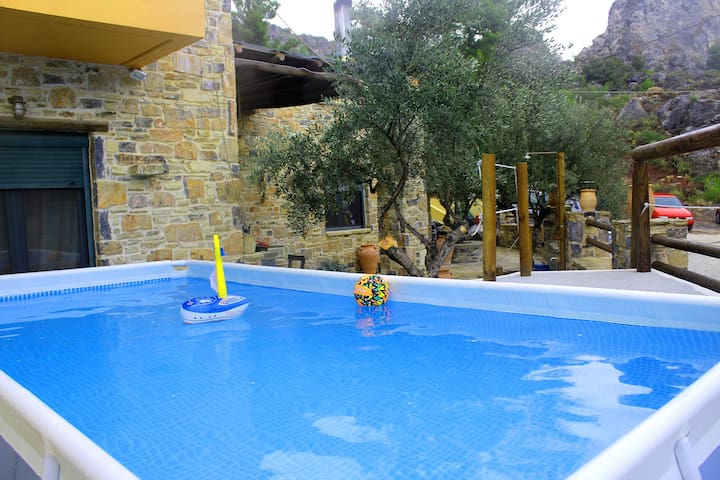 VILLA - PRIVATE POOL-JACUZZI SPA and YARD