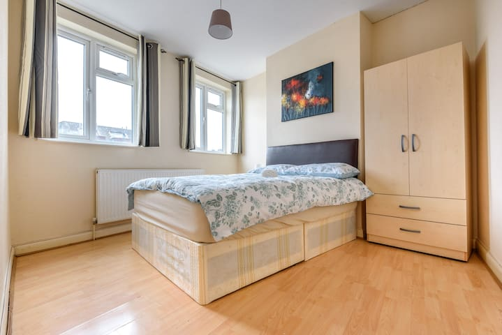 Cosy double room next to Kingsbury Station - London - Lejlighed