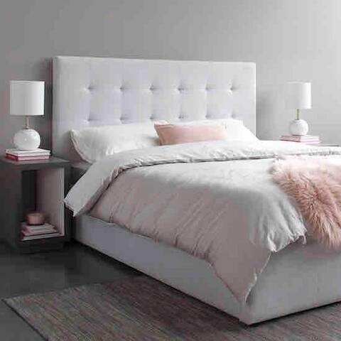 Condo bedroom (www.TorontoBrands.ca)