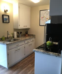 Great One Bedroom APT- - 벌링게임
