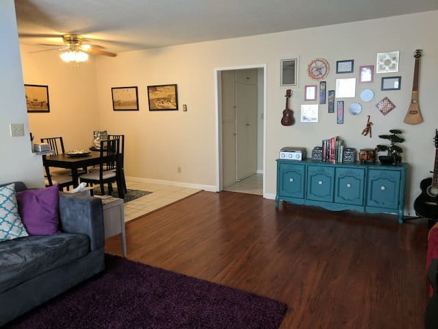 Charming 1 Bedroom in Downtown Culver City!