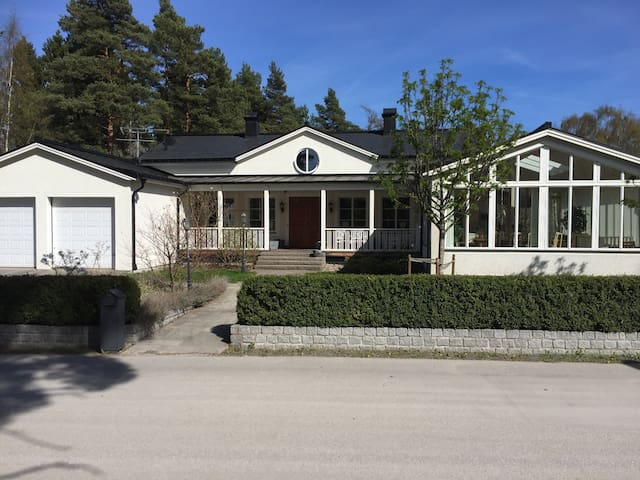 Room in exclusive home by lake north of Stockholm