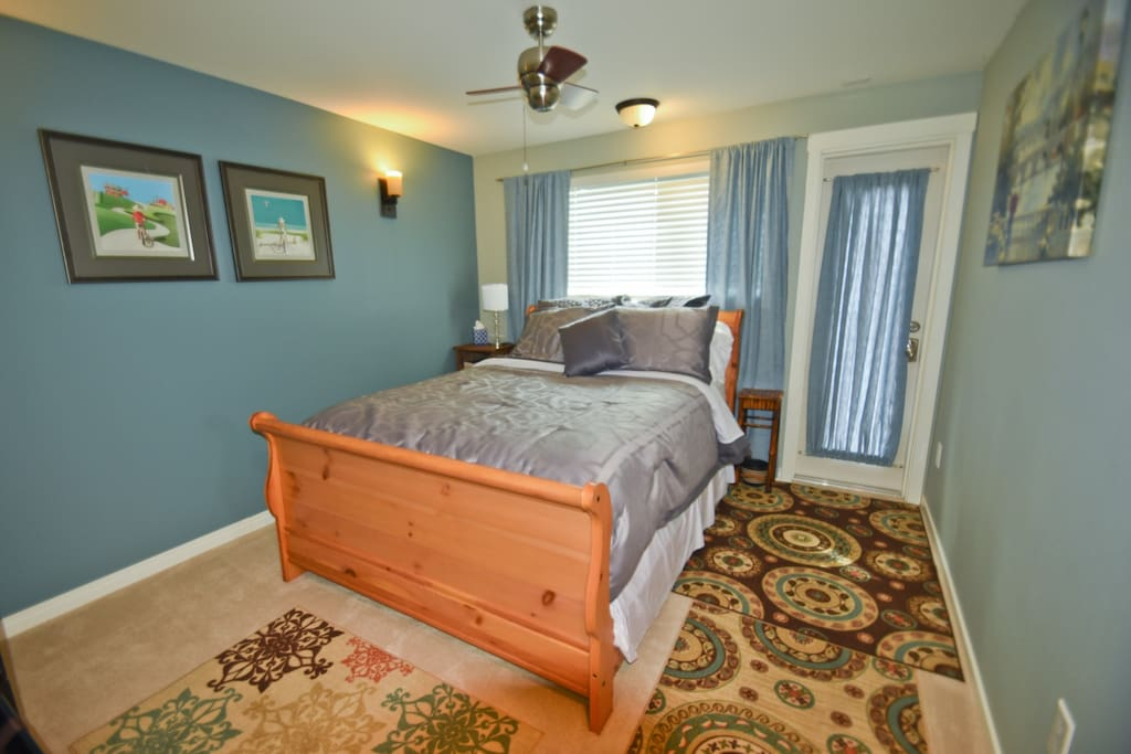 Separate entry/Queen Bed
