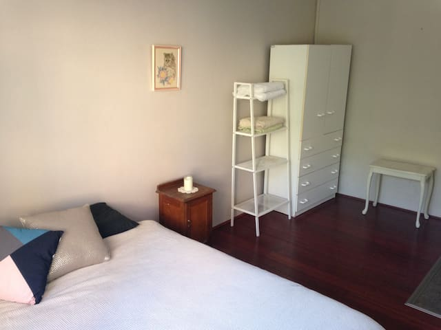 Location!! Private 2 BR, bathroom and lounge - Bondi Junction - Daire
