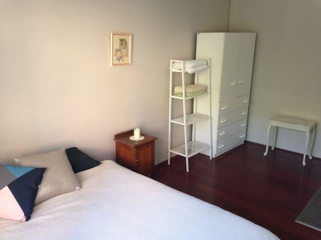Location!! Private 2 BR, bathroom and lounge - Bondi Junction - Apartamento