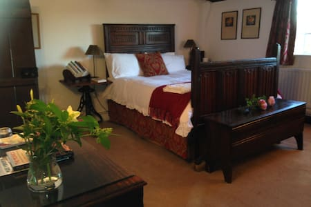 Double en-suite Farmhouse nr W'ton - Albrighton - Bed & Breakfast