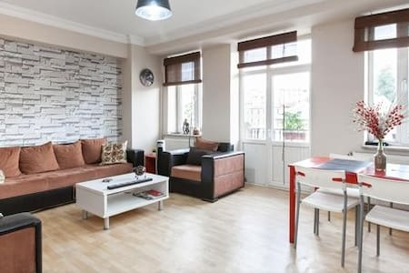 Entire Comfy Flat - Great Location