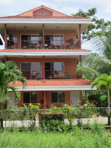 BRIGHT AND BREEZY OCEANVIEW CONDO - Bocas del Toro District - Apartamento