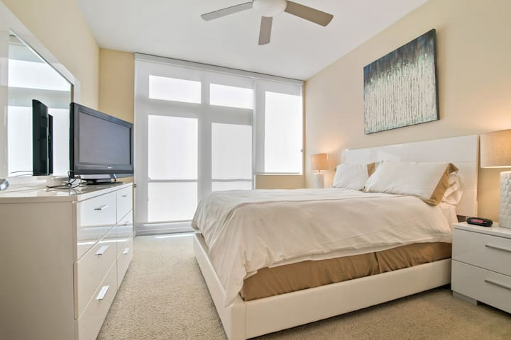 Spacious 1BR   Work Space + WiFi   Mission Bay