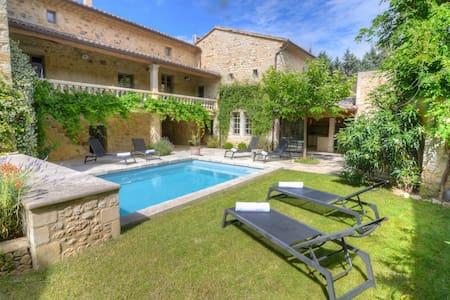 Superbe maison avec piscine chauffée au calme - Bourdic