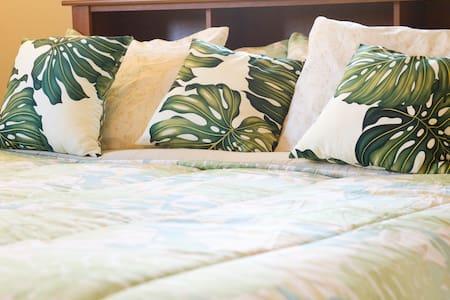 Maunaleo House - Hilltop King Room - Honolulu