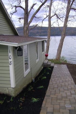 Kingfisher Cottage on Lake Otsego