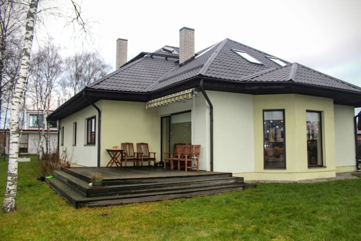 2 min from Airport, spacious home! - Peetri - Hus