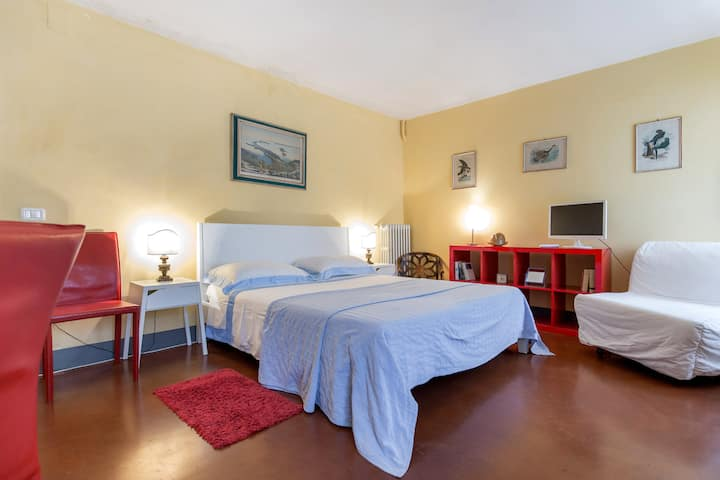 Signoria Sq apt in historical palace