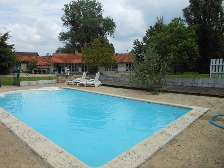 Plein pied calme piscine privée pour 5 personnes