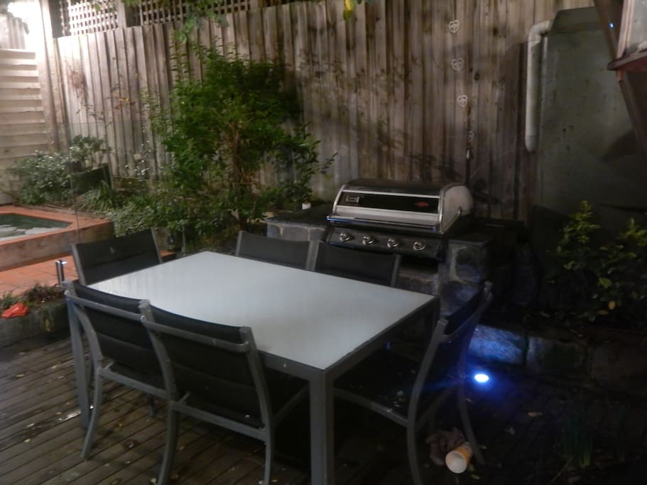 Outside BBQ on the mains, dining area and spa. Concertinaed door to backyard from house