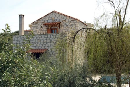 house with priv. pool near the sea  - Σφακάκι