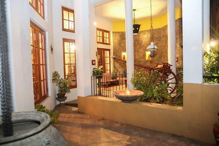 Gruhaya | Kandy Lake | 4 person Family Room - Kandy - Villa