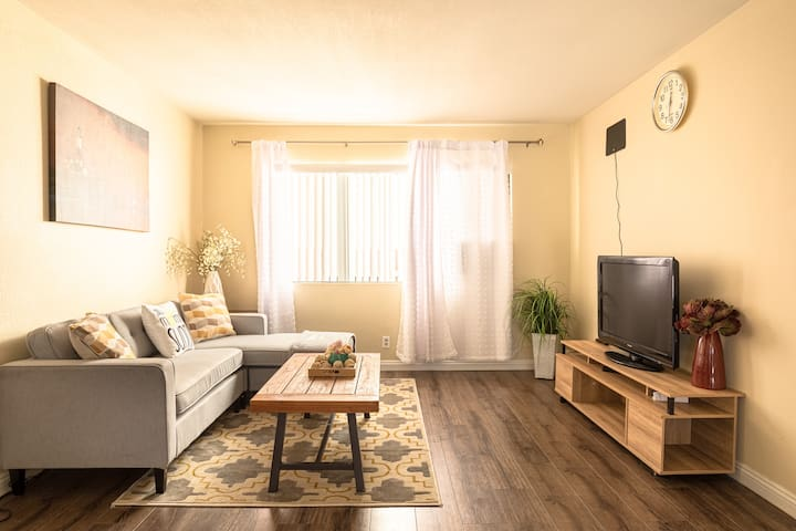 Mins away from LAX, 2 bedroom/2Bath private house