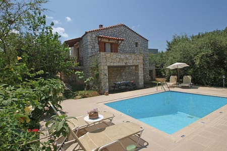 Traditional villa & private pool!  - Stavromenos