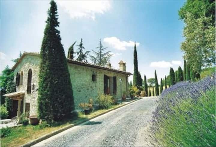 Ginestrum:Beautiful  farmhouse  in country