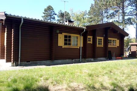 Norwegian beamed cottage! - Højby - Бунгало