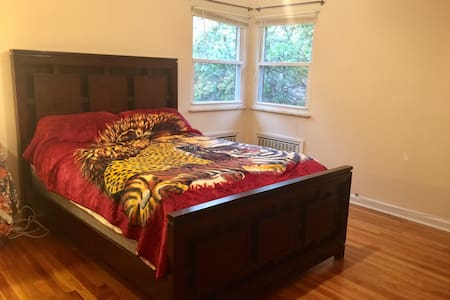 PRIVATE BEDROOM/BATH IN COZY HOME CLOSE TO NYC - Closter