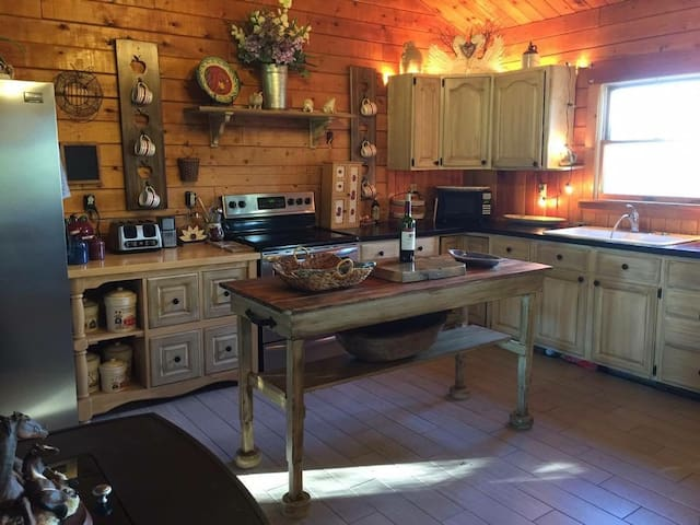 Country Log House Close To Acadia National Park. - Lamoine - Huis