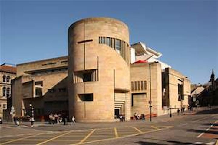 National Museum of Scotland (5 minutes on bus)
