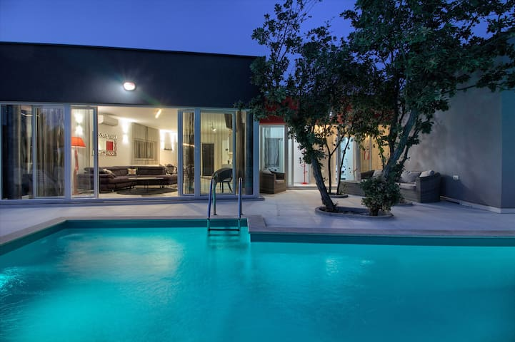 Modern villa with private pool in Medulin