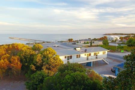 Marion Bay Seaside Apartments - Ground Floor no.4