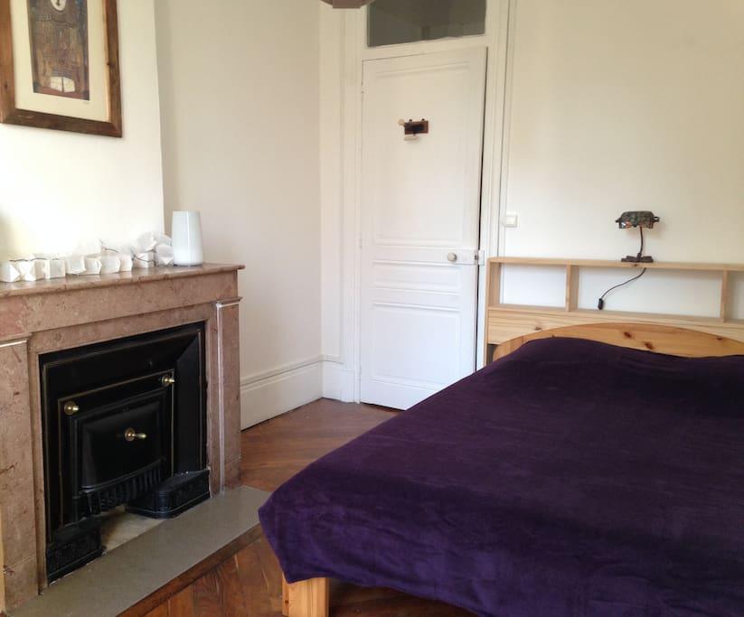 Chambre 1: le confort d'un bon lit.