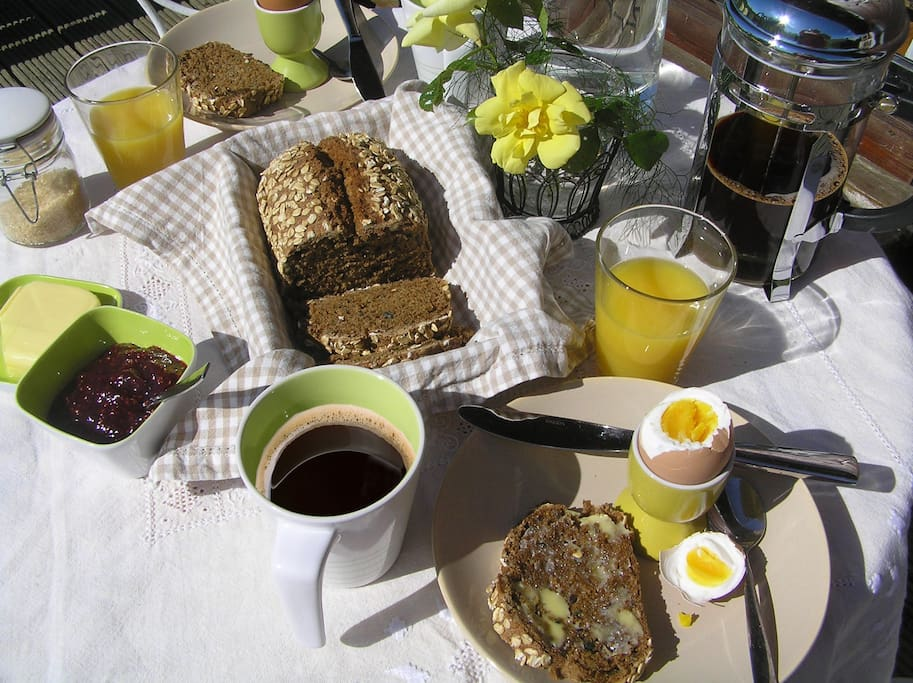 Breakfast on freshly laid eggs , traditional wholemeal bread and organic coffee. You can fix snacks and prepare picnics for yourself in the self catering kitchenette.