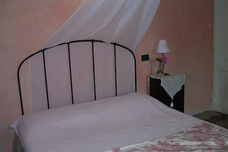 La casa tra le vigne - stanza rosa - Gavi