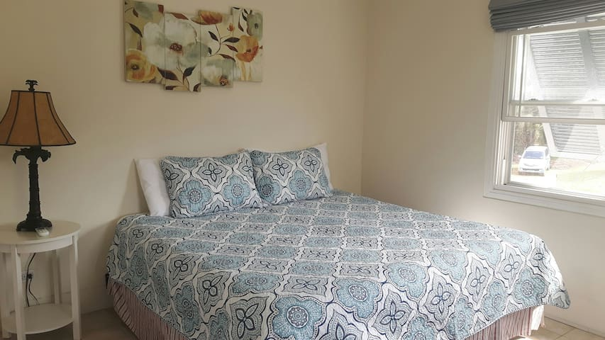 Ocean Sounds Vacation Apartment